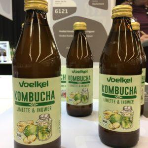 Kombucha war auf der Biofach 2018 häufig anzutreffen - so auch beim deutschen Safthersteller Voelkel